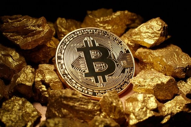 Bitcoin Gold - Crypto Analyst Believes Bitcoin 'Could Replace Gold'