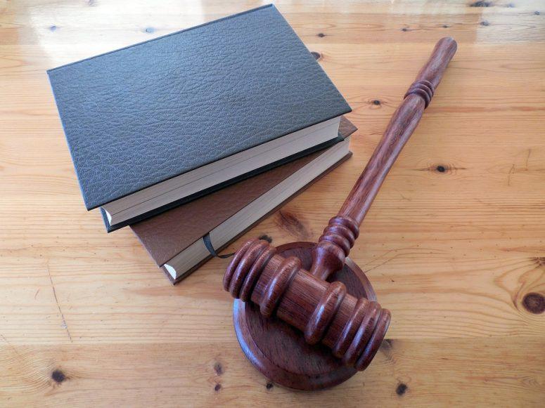 judge gavel on books