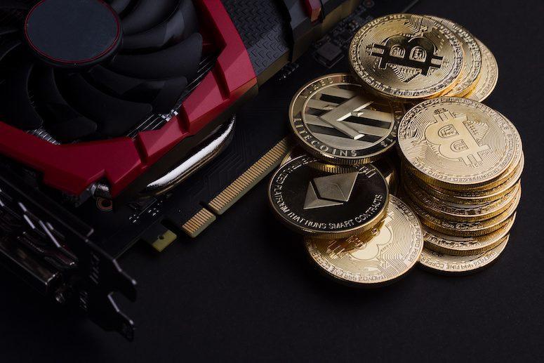 mynt bredvid gruvutrustning