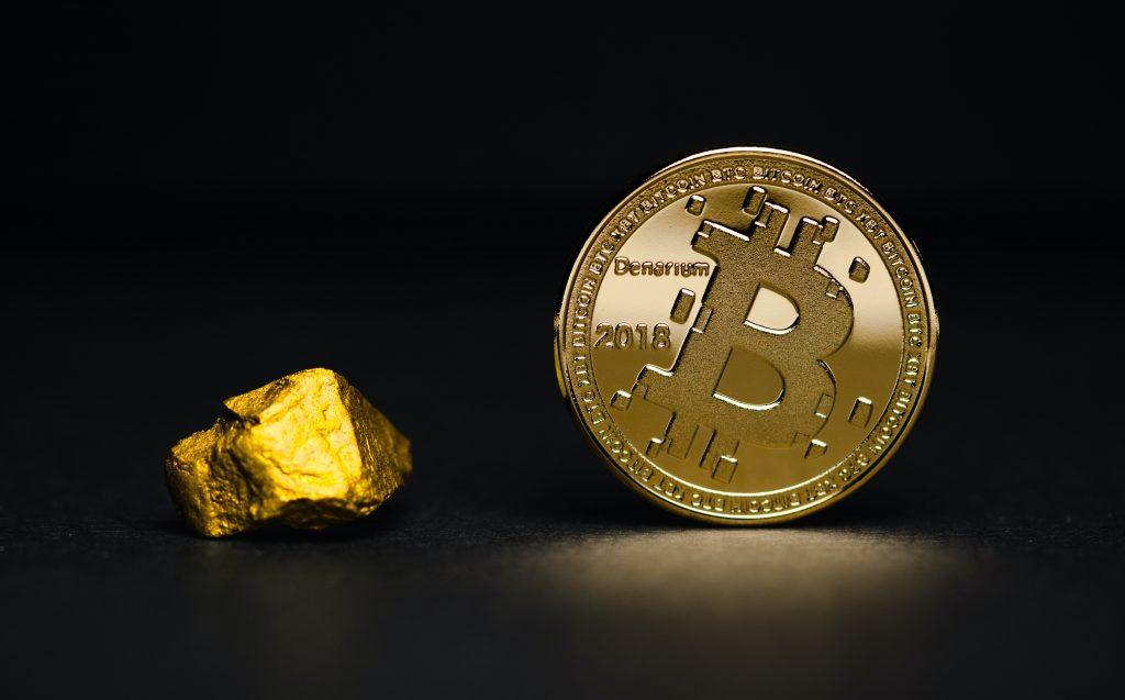 Bitcoin next to piece of gold JPMorgan