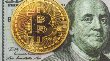 Bitcoin long next to Benjamin Franklin's face