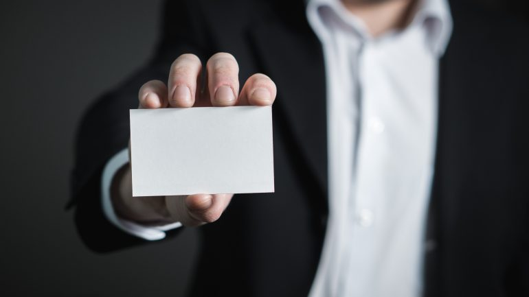 Man holds white card without information making reference to Sovereign Identitiy